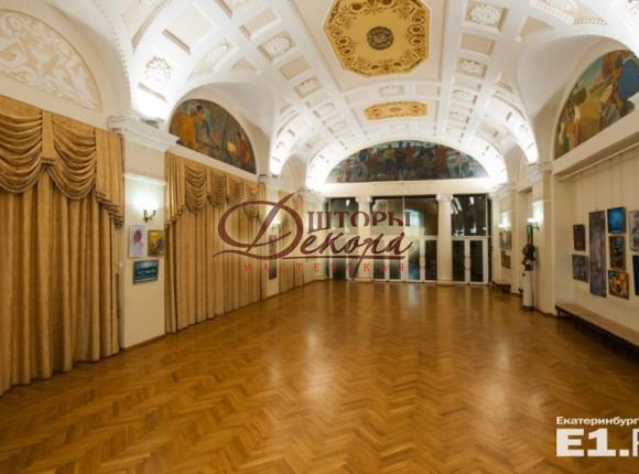 Фойе концертного зала филармонии. Фотография предоставлена порталом e1.ru